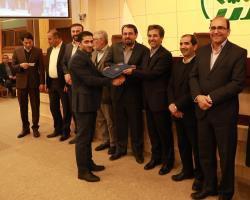 شهردار و اعضای شورای شهر از قهرمان شیرازی ژیمناستیک کشور تجلیل کردند