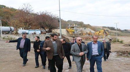 دکتر احمدی شهردار نکا صبح امروز از روند احداث مجموعه صنعتی در کارخانه آسفالت بازدید به عمل آوردند.